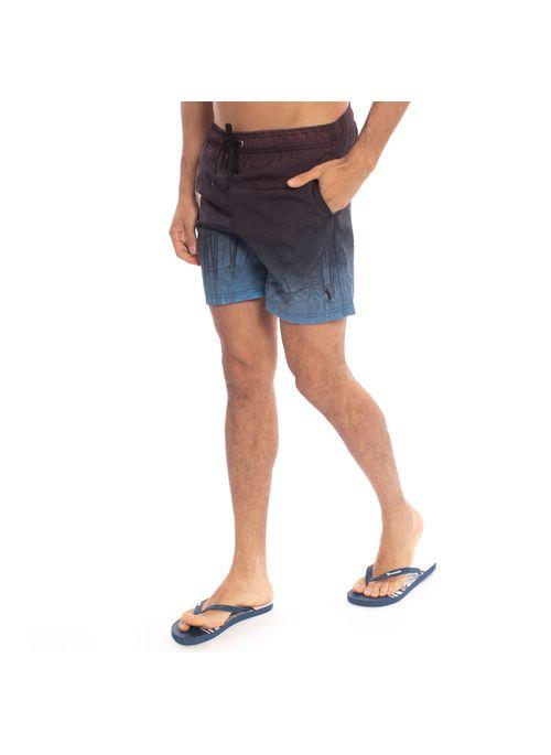 Short masculino estampado em cores neutras pode combinar com camisa de botão estampada em cores neutras criando um mix de estampas sofisticado