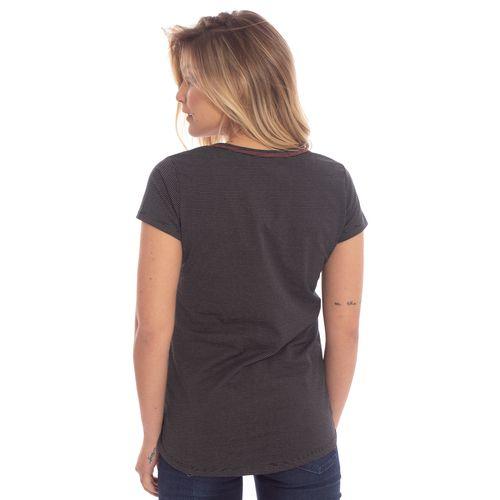 camiseta-aleatory-feminina-listradinha-nice-modelo-gabi-5-