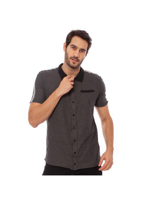 Camisa polo com bolso confere um ar mais profissional e elegante ao look masculino
