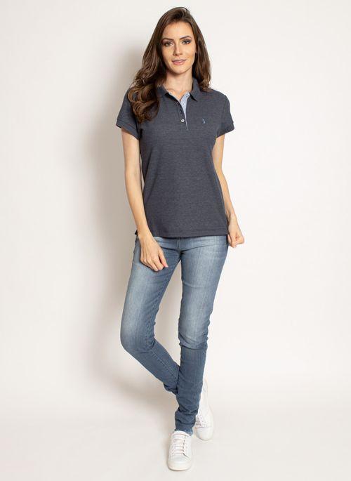 Camisa polo feminina e jeans é versatilidade pura