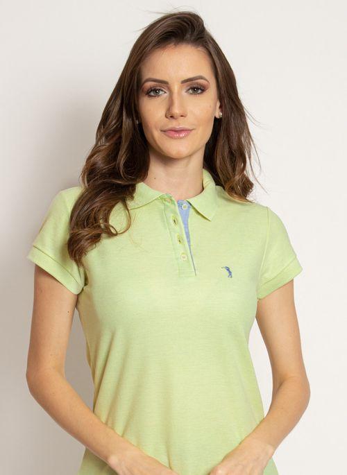 Cor da esperança, a camisa polo verde transmite leveza ao visual em meets virtuais com os amigos
