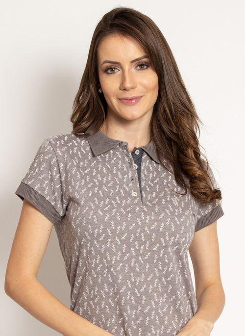 Camisa polo cinza estampada equilibra seriedade e leveza na medida certa no seu visual para estudos online