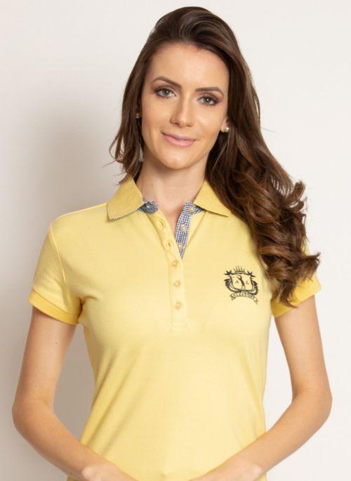 Camisa polo amarela combina com estudo à distância porque além de transmitir alegria, é considerada a cor da sabedoria do conhecimento