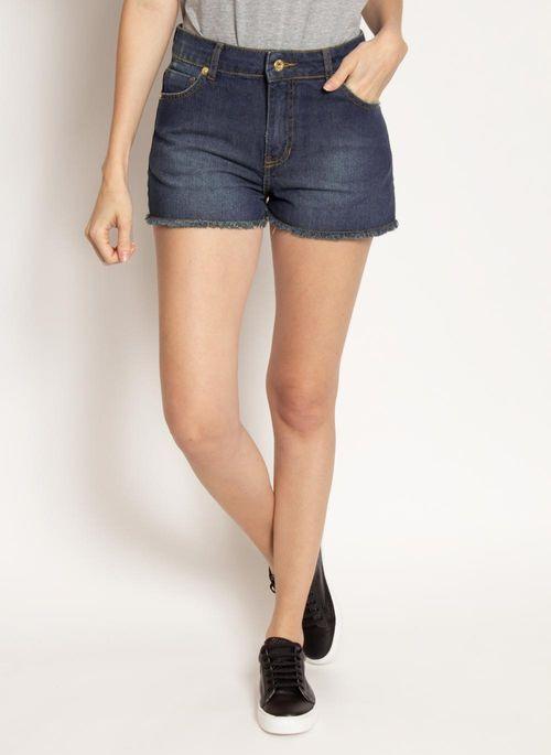 Short jeans complementa bem camisa polo de qualquer cor ou estampa deixando um toque urbano no look arrumadinho