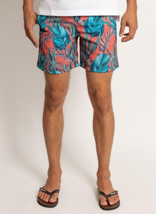 Short estampado combina com camiseta branca ou com outro modelo liso em uma das cores neutras