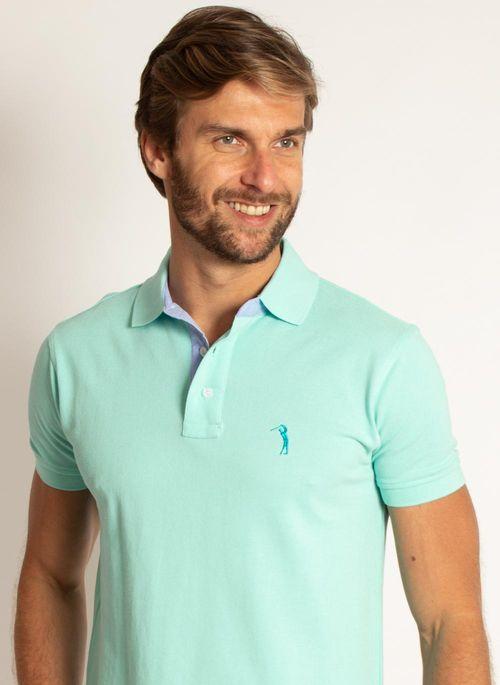 Camisa polo verde com calça de sarja é um look masculino para trabalhar sofisticado e nada óbvio