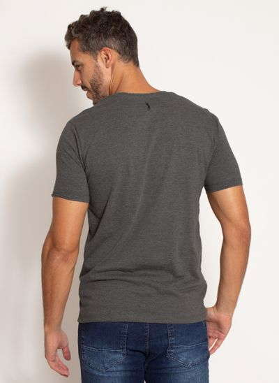 camiseta-aleatory-masculina-estampada-bolso-chumbo-modelo-2-