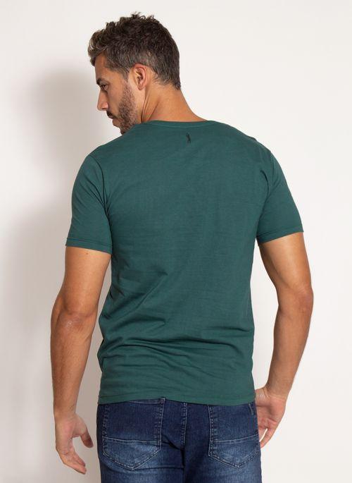 camiseta-aleatory-masculina-estampada-bolso-verde-modelo-2-