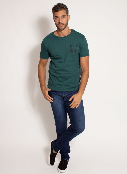camiseta-aleatory-masculina-estampada-bolso-verde-modelo-3-