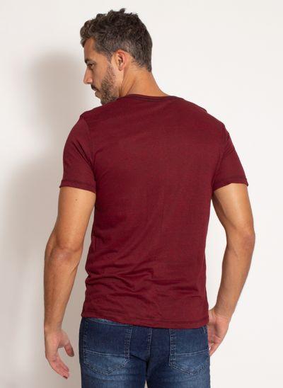 camiseta-aleatory-masculina-lisa-com-bolso-bordado-vinho-modelo-2-
