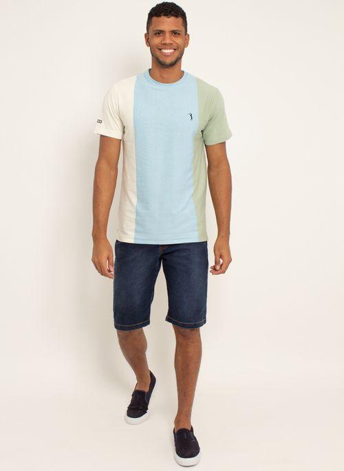 Camiseta masculina listrada em diferentes cores em tom pastel  é outra tendência forte da moda no Verão 2021