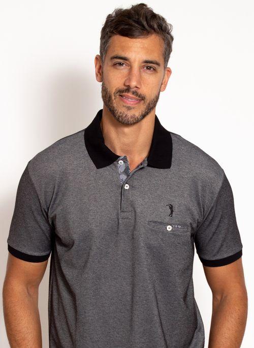 Camisa polo masculina com bolso em tons neutros como preto e cinza junto com uma calça preta ou jeans cria look básico e estiloso