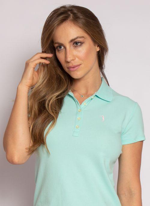 Camisa polo é presente feminino de Natal super versátil porque serve para looks casuais e como roupa de trabalho