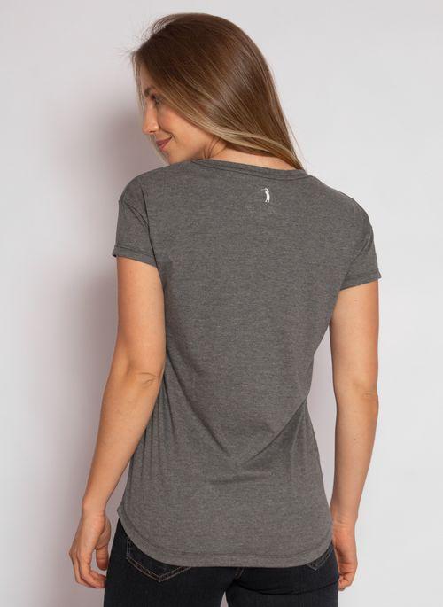 camiseta-aleatory-feminina-gola-v-detail-chumbo-modelo-2020-2-