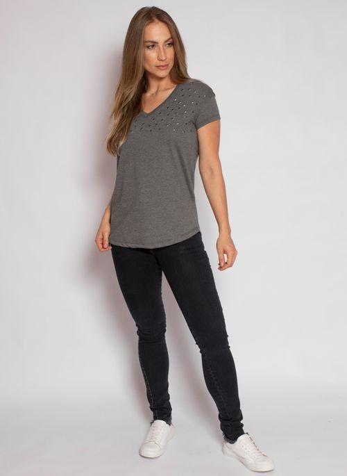 camiseta-aleatory-feminina-gola-v-detail-chumbo-modelo-2020-3-