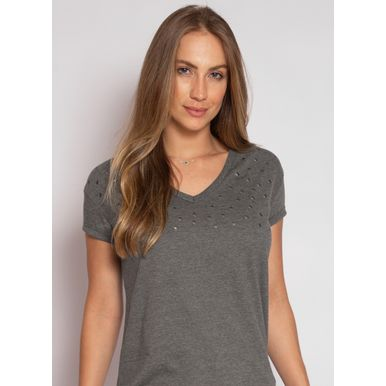 camiseta-aleatory-feminina-gola-v-detail-chumbo-modelo-2020-1-