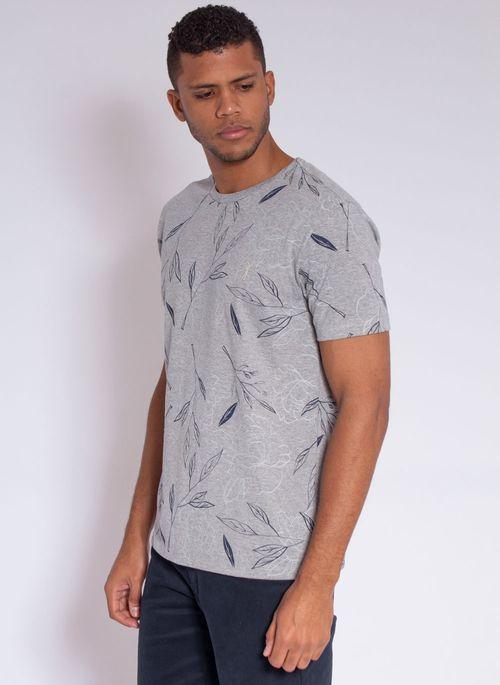 camiseta-aleatory-masculina-full-print-leaf-cinza-modelo-4-