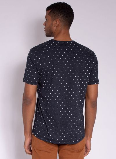 camiseta-aleatory-masculina-full-print-risk-marinho-modelo-2-