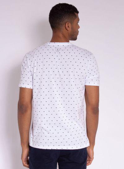 camiseta-aleatory-masculina-full-print-risk-branco-modelo-2-