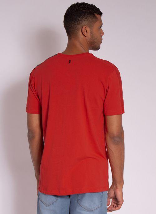camiseta-aleatory-estampada-shoulder-vermelha-modelo-2-