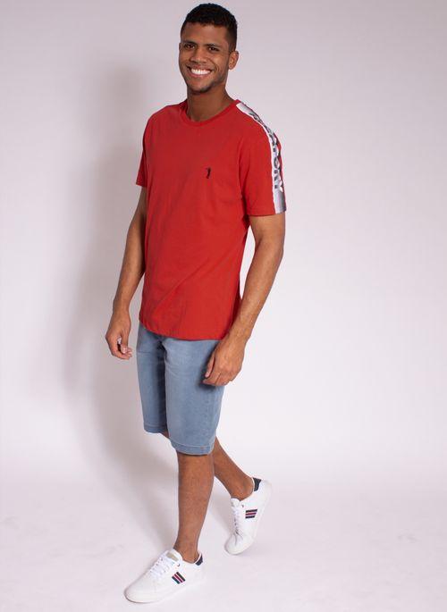 camiseta-aleatory-estampada-shoulder-vermelha-modelo-3-