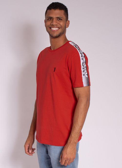 camiseta-aleatory-estampada-shoulder-vermelha-modelo-5-