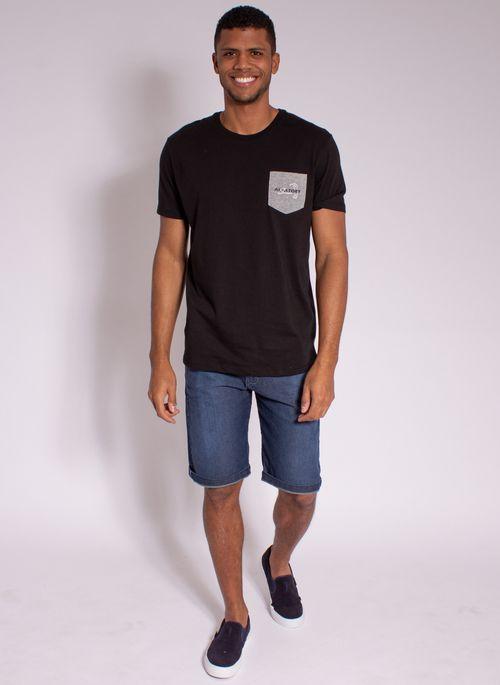 camiseta-masculina-aleatory-estampada-golf-com-bolso-preto-modelo-3-