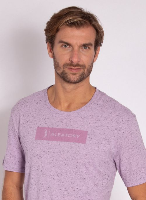 camiseta-masculina-aleatory-estampada-logo-box-lilas-modelo-1-