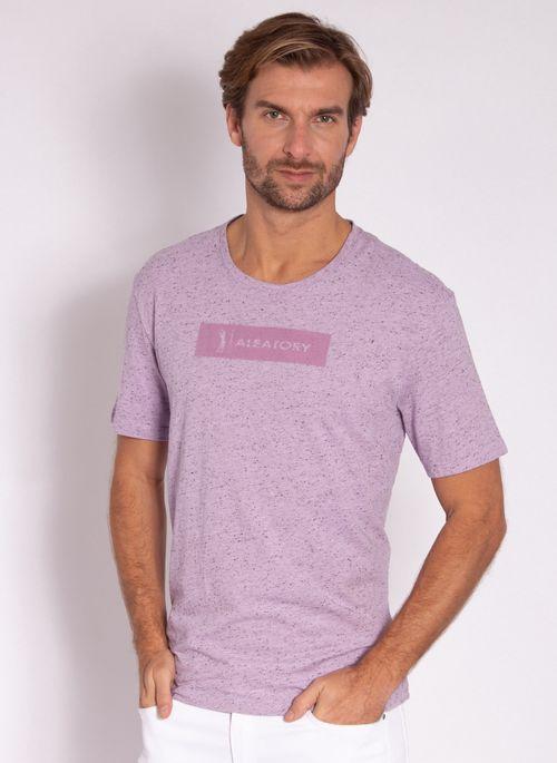 camiseta-masculina-aleatory-estampada-logo-box-lilas-modelo-2-