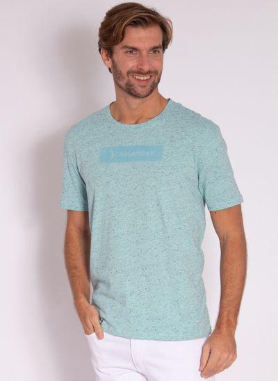 camiseta-masculina-aleatory-estampada-logo-box-verde-modelo-2-