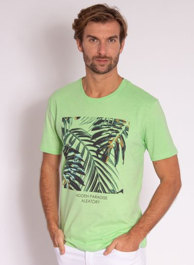 camiseta-masculina-aleatory-estampada-tropical-verde-modelo-2-