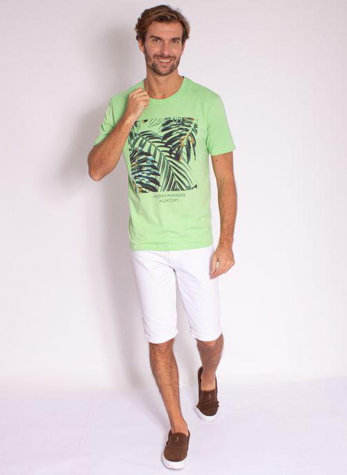 camiseta-masculina-aleatory-estampada-tropical-verde-modelo-3-