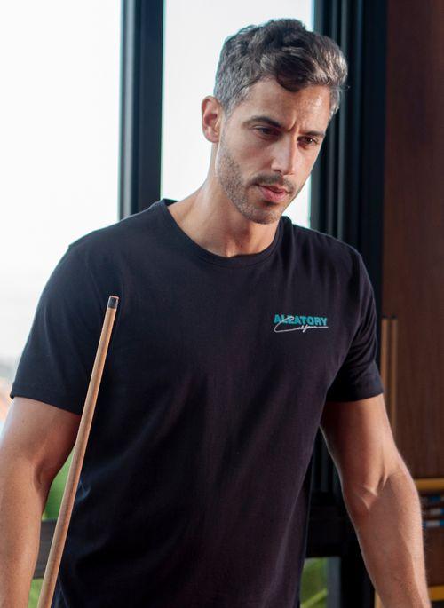 camiseta-masculina-aleatory-estampada-california-preto-modelo-1-