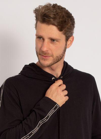 camiseta-aleatory-masculina-manga-longa-com-capuz-preto-modelo-1-