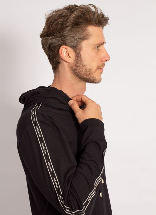 camiseta-aleatory-masculina-manga-longa-com-capuz-preto-modelo-4-