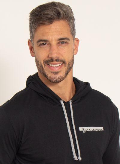 camiseta-aleatory-lisa-masculina-manga-longa-com-capuz-preto-modelo-1-