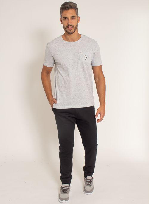 camiseta-aleatory-masculina-botone-com-bolso-cinza-modelo-3-