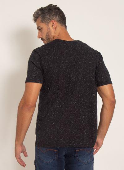 camiseta-aleatory-masculina-botone-com-bolso-preto-modelo-2-