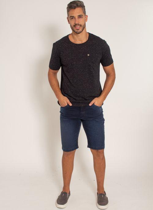 camiseta-aleatory-masculina-botone-com-bolso-preto-modelo-3-