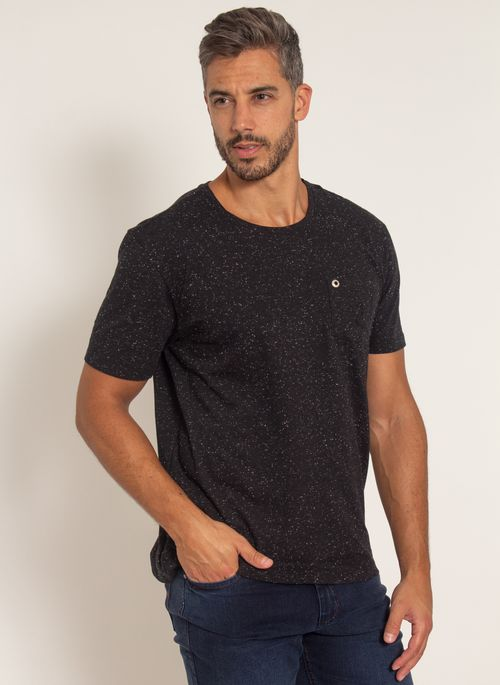 camiseta-aleatory-masculina-botone-com-bolso-preto-modelo-4-
